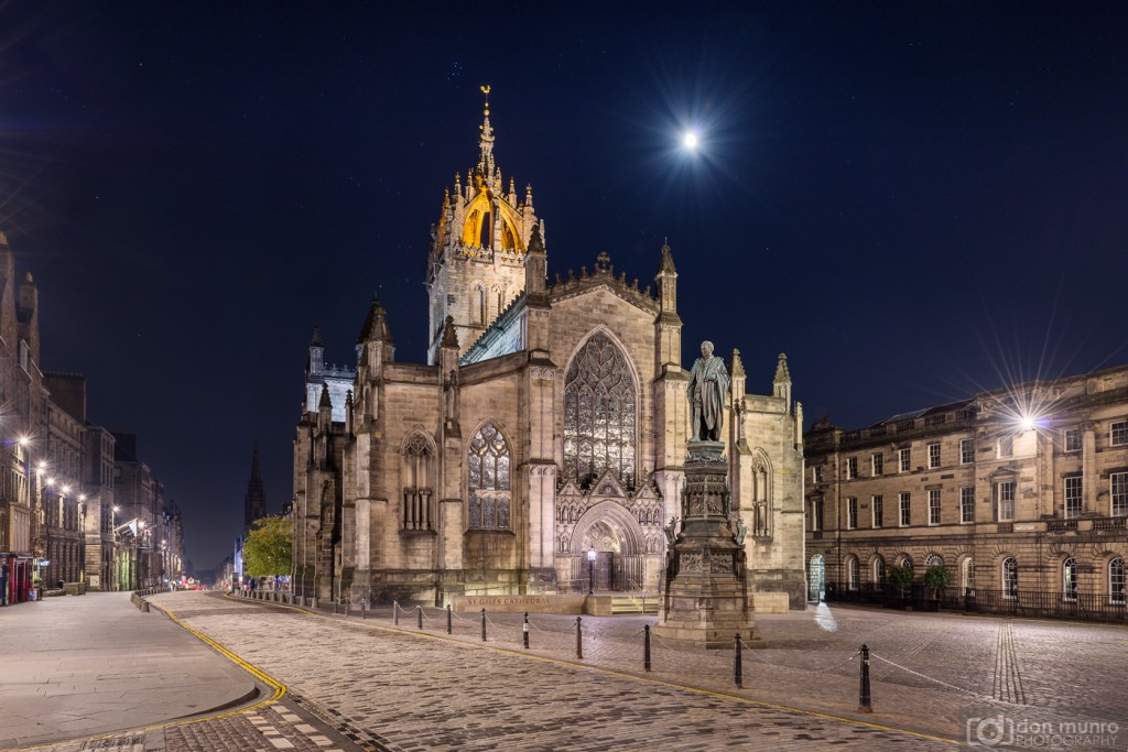 Moon and stars over St. Giles. The Royal Mile.